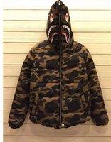 2015 invierno hombres sudaderas camuflaje nueva marca camo chaqueta acolchada bape de estilo militar de tiburones moda abrigo con capucha de la chaqueta con capucha caliente
