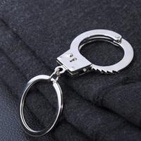 handcuffs - 2015 High quality Unique Handcuffs KeyChain keyrings new zinc alloy lover keychain the best wedding Favor Key Ring Key Fob Car Keychain