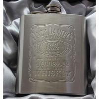 Wholesale Portable stainless steel hip metal flask gift travel whiskey alcohol liquor bottle flagon garrafas para acero inoxidable petaca