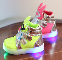 Girl autumn fashion trends - 2016 New Autumn Children s Shoes Boy trend shoes fashion shoes LED shiny Bright lights Sports shoes Running shoes TDX68