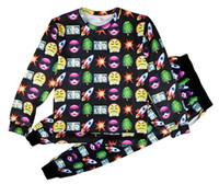 Emojis roupas Preços-2015 quente moda bomba emoji homens mulheres suor terno Casacos Tracksuit unisex 3D impressão Sport JoggersSweatshirt definir conjunto T001