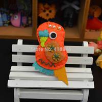 Wholesale Free Shiping Handmade Woven Crochet Cartoon Animal Parrot Shape Garment Brooches DIY handmade Wool Felt Decoration pins