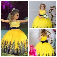 al por mayor vestido de bola de color amarillo para los niños-2016 Nuevo Shinny tul amarillo piso-longitud del vestido de bola las muchachas de flor vestidos de encaje de la boda Apliques para niños desfile niños pequeños vestidos del partido 2015