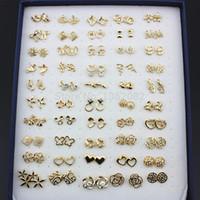 achat en gros de gros bijoux de fleurs-Bijoux Vente en gros 50pairs mélangé style Gold Crystal couleur fleur / Hello Kitty / papillon / fraise / coeur boucles d'oreilles cadeau ME130