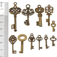 achat en gros de charmes collier clés-Breloques bronze antique formes forme métal vintage nouveau diy accessoires bijoux de mode pour bijoux bracelets colliers faire 44pcs