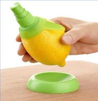 Wholesale 2pcs set Lemon Juice Sprayer Citrus Spray Hand Juicer Mini Squeezer Kitchen Tools Set Creative Gifts