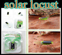 Wholesale 100pcs Novel Solar Toy Solar Power Robot Insect Bug Locust Green Grasshopper Toy kid with legs