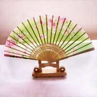 Wholesale Fresh Terylene Crepe Bridal Fans Cheap Bamboo Trestle Painted Wedding Accessories In Stock Birthday Gifts Sunshade Fan Randomization
