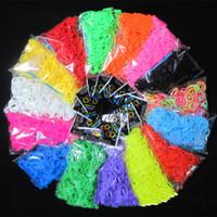 al por mayor gomas de bricolaje-21 colores de alta calidad Bandas Telar Telares bricolaje bandas de color pulseras de goma Loom (1 bolso = 600 + 24 bandas clips) como un regalo para los niños en Stock