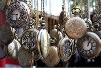 classical pocket watch - 2015 Mini Retro Vine classical Pocket Watch Bronze Steampunk Quartz Necklace Pendant Chain Clock Floral Hollow watches Christmas gifts