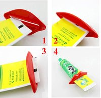 Wholesale 2pcs card Hot Selling Bathroom Lip Kiss Dispenser Toothpaste Squeezer fashion home furnishing accessories