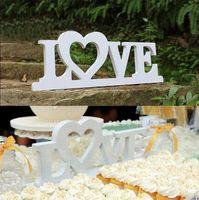 achat en gros de plaque de décoration à domicile-Vente en gros LOVE / HOME décoration des lettres en anglais Plaques de nom en bois Lettres de Word Art de porte murale Photo accessoires de mariage
