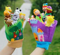 Wholesale 2 Style Soft Cloth Cute Story Telling Finger Puppet Hand Puppets Glove Toy Wooden Glove Finger Toys Animal Mom Kids Dolls Family Toys