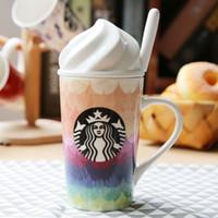 al por mayor starbucks coloridos-La nueva taza coreana de la cerámica de la taza de café del arco iris de Starbucks del estilo coreano 12OZ con la cuchara de la tapa libera el envío