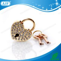 Wholesale 2016 Embedded in Czechic Rhinestones Best Wedding Gift and Wedding Invitations Gold Love Heart Padlock