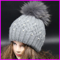 achat en gros de vraies femmes chapeaux de fourrure-Top Quality New Fashion Lady Skullies Bonnets en tricot d'hiver Chapeau Avec laine tricotée Fourrure véritable Pom pom boule de fourrure de femmes Chapeaux
