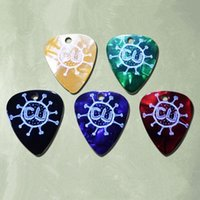 Wholesale Can supply all sizes and colors cheap prices pearl guitar picks with silk print