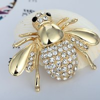 bee brooch pin - 2016 European Lovely Diamond Bee Brooch Pin Fahion Collar Suit Dress Cardigan Animal Pin For Women High quality Elegant Rhinestone Brooch