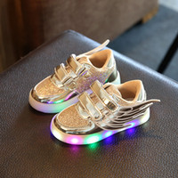 Enfants LED Lighted enfants Hip-hop Mode Sneakers Bottes bébé lumineux ailes chaussures briller flash Chaussures de sport chaussures de sport