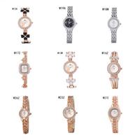 Precio de Relojes de pulsera piezas-Barato relojes de pulsera de cuarzo relojes de diamantes de lujo 6 pedazos una porción del color de la mezcla, de la moda las mujeres forma redonda reloj del cuadrado del reloj GTWH3 reserva de marcha