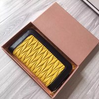 Wholesale 2016 latest plait wrinkle tire sheepskin color matching fashionable fashionable ladies wallet card package