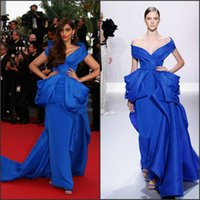 Cheap 2016 Cannes Film Festival Celebrity Dresses with Off Shoulder and Sexy Back Sonam Kapoor Inspired Royal Blue Formal Evening Gowns Custom