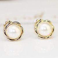 Wholesale Women s Earclips Gold Silver Plated Vintage Stud Earrings Fashion Pearl Earrings Korean Jewelry Trends Elegant Small Earrings Bijoux Femme