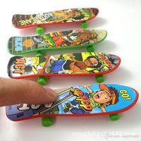 Wholesale 10cm Novelty Finger Toys Mini Fingerboard Children Toys Finger Skateboards Hobbies Sports Finger Skate Board Gift for Kids Friends