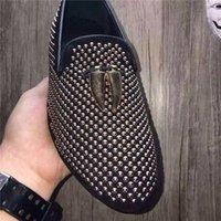 Famosos resplandecientes remaches de marca zapatos de cuero reales de los hombres del partido del vestido del diseñador de moda de la calle plana ocasional envío libre 2800