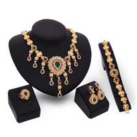 Vente chaude de femme de mariage accessoire designer de mode de luxe en cristal de diamant or pnedant Collier boucle d'oreille bracelet anneau 4 pcs bijoux ensemble