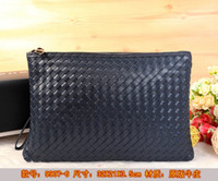 Wholesale 2016 Men s fashion leisure knitting zipper bag leather woven bag The top of the original single woven leather handbag