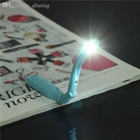 Wholesale High Quality New Arrival Random Color Lovely Tiny Book Light LED Clip on Portable Travel Reading Lamp