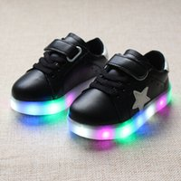 Wholesale new fall shoes children shoes and we have shoes colorful light emitting LED flash small children are shoes non slip shoes