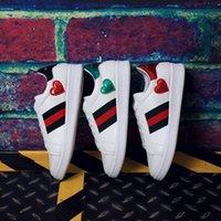 b flat music - 2016 New Pattern Single Shoe Woman European Flat Bottom Level Fashion Leisure Time Chalaza Women s Music The Red Star Three Bar