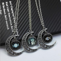 achat en gros de motifs de lune-Vintage Alloy Moon Shape Pendentif Collier Femmes Longs Colliers Cosmic Planet Pattern Crystal Charm Necklaces Fashion Jewelry Wholesale