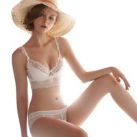 Wholesale French high end brand sexy T pants romantic temptation lace bra set young women underwear set push up lade bra and panty set