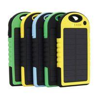 achat en gros de boutons de manchette en soie-banque d'alimentation portable 5000mAh chargeur solaire et batterie Panneau solaire pour téléphone portable MP4 ordinateur portable de la caméra avec lampe de poche étanche antichoc