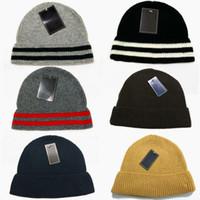 Venta al por mayor marca de P *** Logo Basebell cráneo de la gorrita tejida del casquillo del invierno de esquí sombrero Gorros de lana Blend para los hombres nuevos NWT Aceptar orden de la mezcla
