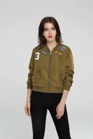 al por mayor mujer chaqueta verde negro-2016100930 otoño chaqueta de bombardero etiqueta insignia del ejército Mujeres sin relleno capa de la chaqueta verde de manga larga Casual piloto negro chaquetas básicos
