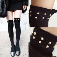 al por mayor las jóvenes de la media-Los calcetines apretados al por mayor altos que almacenan con el remache para los calcetines / las muchachas de la chica joven / de las muchachas atractivos