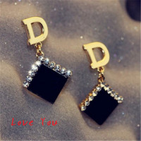 Cheap Korean Brand Letter D Earrings Fashion Women Crystal Square Acrylic Earrings Vintage Drop Dangle Earrings for Party Costume Jewelry Bijoux F