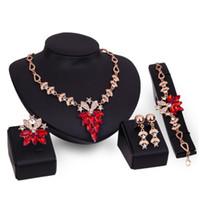 Vente chaude femme mariage accessoire de luxe diamant cristal collier boucle d'oreille bracelet anneau 4 pcs fleur ensemble de bijoux en or