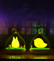 Envío libre El portátil colorido del pájaro del conejo de la noche-luz del control elegante del sonido de la vibración de Newsmy para el bebé usa