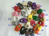 30pairs Los nuevos moccines de los niños de la alta calidad de los colores de la llegada 17 venden al por mayor el caminante suave hecho hombre del bebé del cuero de la PU calza el bowknot del estilo de Europa