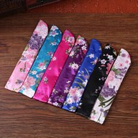 Wholesale 100pcs Chinese classic style fan bags Ladies hand fan silk cloth bags Random pattern mixed color packing