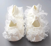 2017 de la flor del bautismo del vestido del bautizo del cordón lindo infantil infantil del ganchillo lindo recién nacido de la princesa zapatos 0-13M Prewalker Boot