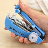 Wholesale Creative home pocket manual small sewing machine portable mini sewing machines to send friends gifts