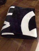 Wholesale Fashion Brand Fleece Blanket Black White Blanket with Luxury Brand Logo Couverture polaire manta