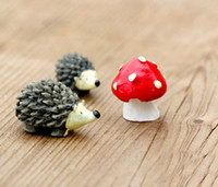animal hedgehog - 2016 new Sets resin hedgehog and mushroom miniatures lovely animals fairy garden gnome terrarium decoration crafts