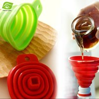 Wholesale 1PC Novelty Practical and Safe Folding Mini Silicone Funnel Kitchen Tools Home Collapsible Funnel